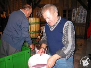 20021003-Weinpressen-02