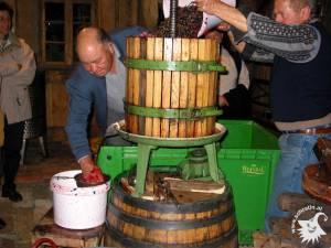 20021003-Weinpressen-08