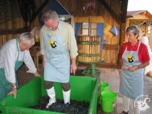 20031002-Weinpressen-05