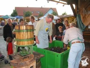 20031002-Weinpressen-07